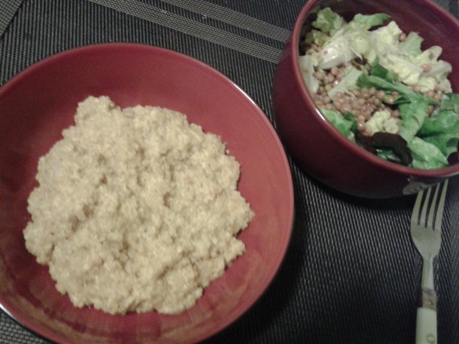 """Servi avec salade (laitue, lentilles et vinaigrette """"italienne"""")"""