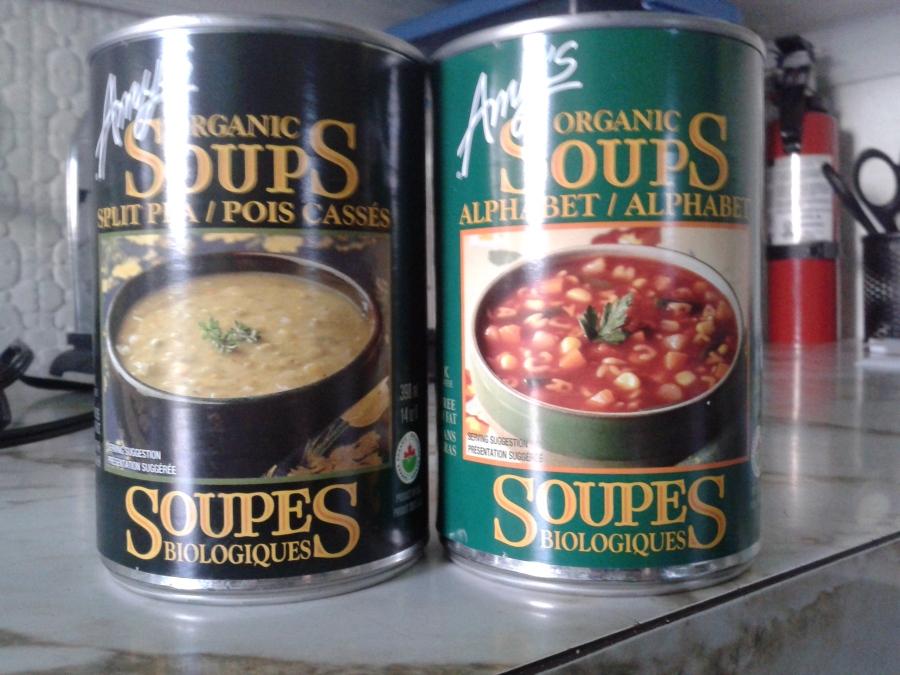 """J'ai acheté la soupe aux pois cassés et """"alphabet""""."""