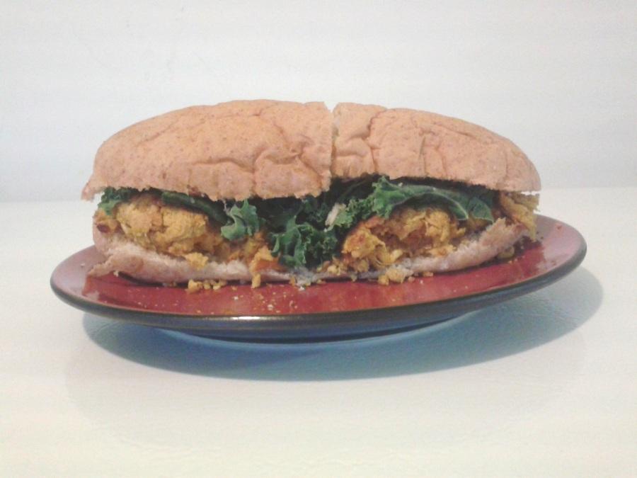 Variation, en sandwich avec du kale et de la moutarde de dijon.