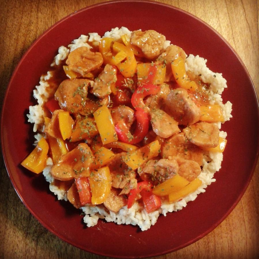 Servi sur riz brun basmati (acheté en vrac).