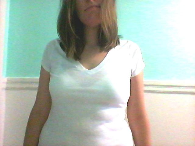 Et finalement, un t-shirt blanc de base, sans tache jaune sous les aisselles. ;)