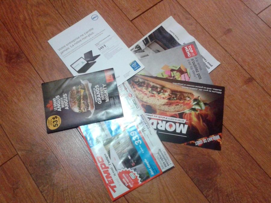 Les publicités reçues dans le casier postal de mes amis.
